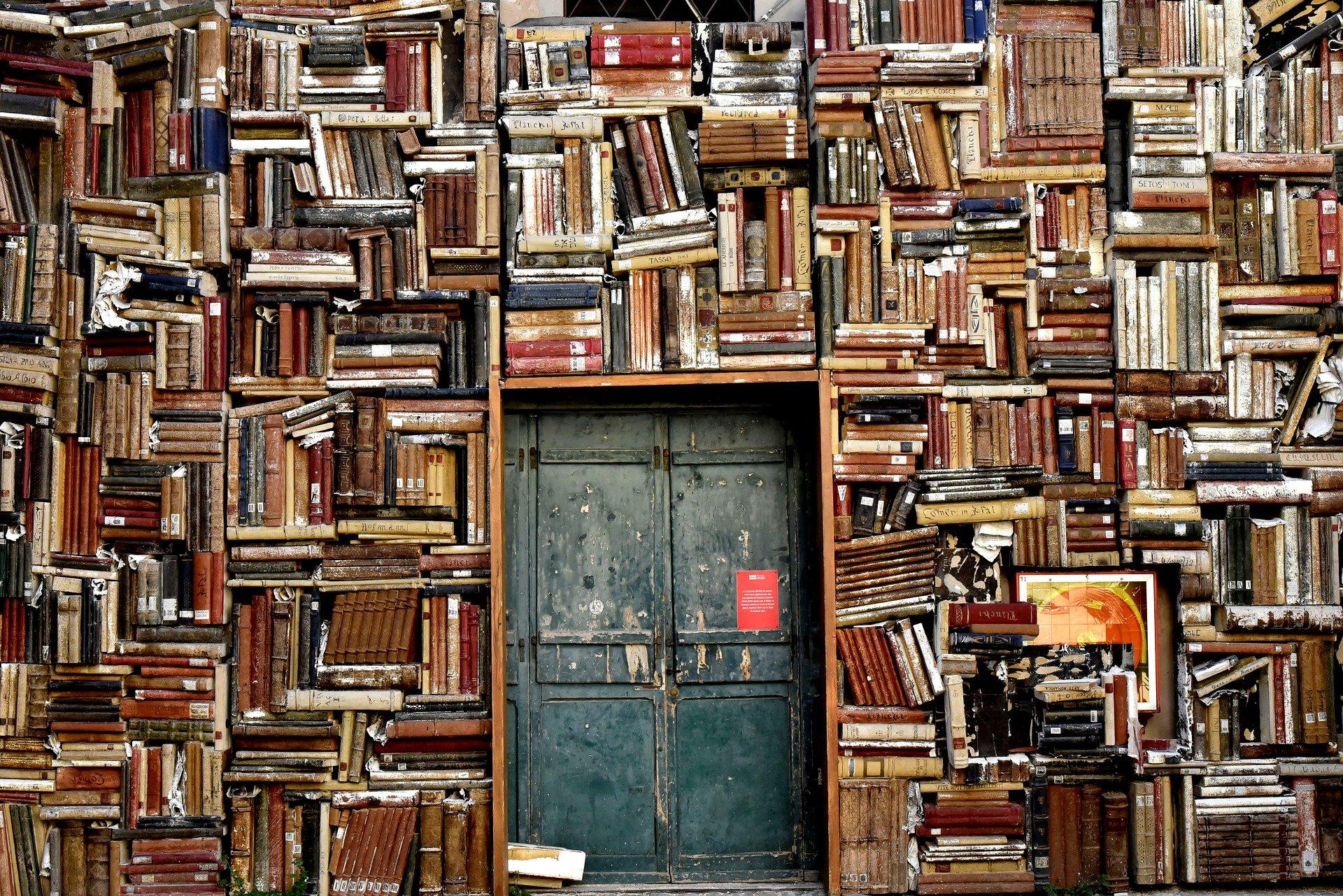Biblioteka szkolna jako pokój zagadek iniespodzianek